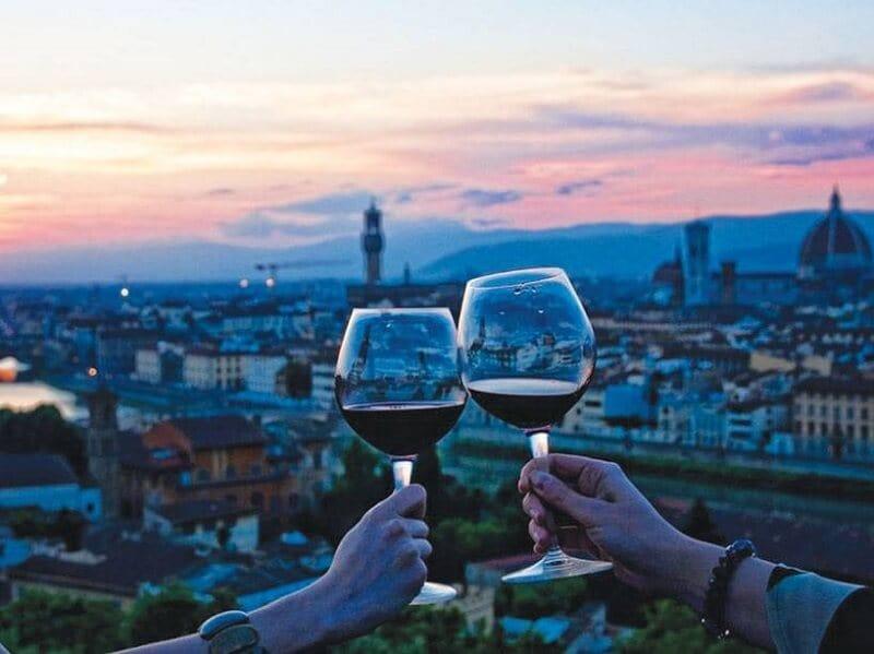 Taças de vinho com Florença ao fundo