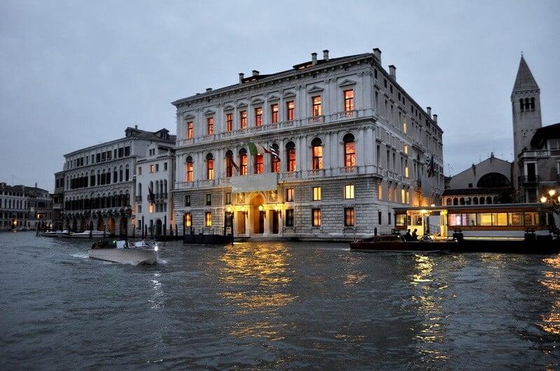 Fachada do Palazzo Grassi