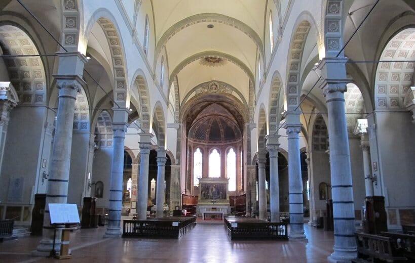 Interior da Igreja Santa Maria dei Servi em Siena