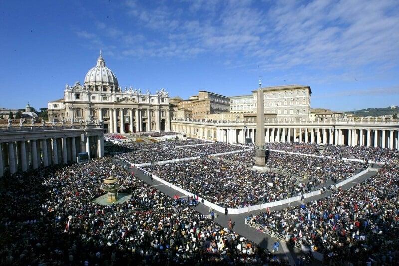 Público de Audiência Papal no Vaticano em Roma