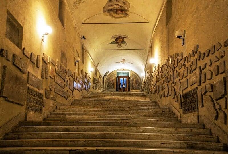 Entrada para a catacumba de Santa Inês