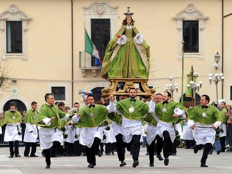 Celebração de Semana Santa na Itália