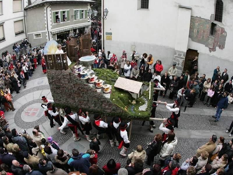 Procissão durante Semana Santa na Itália