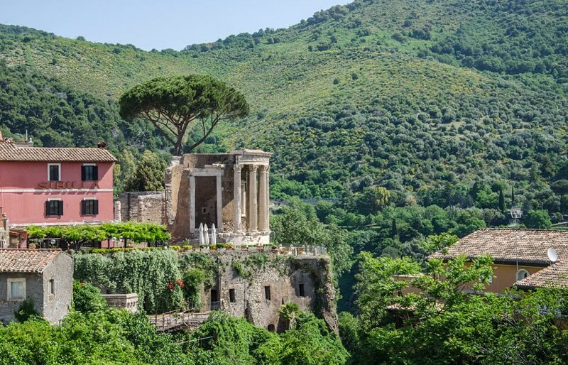 Templo de Vesta e Ristorante Sibilla ao lado